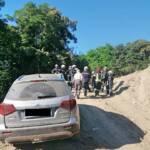 Fahrzeugbergung auf einem Feldweg