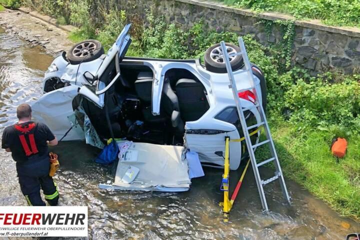 Schwerer Verkehrsunfall fordert zwei verletzte Personen