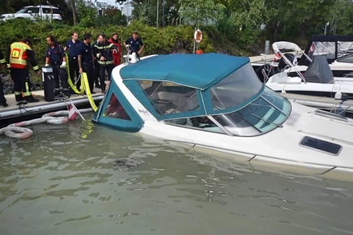 Bergen eines Sportbootes