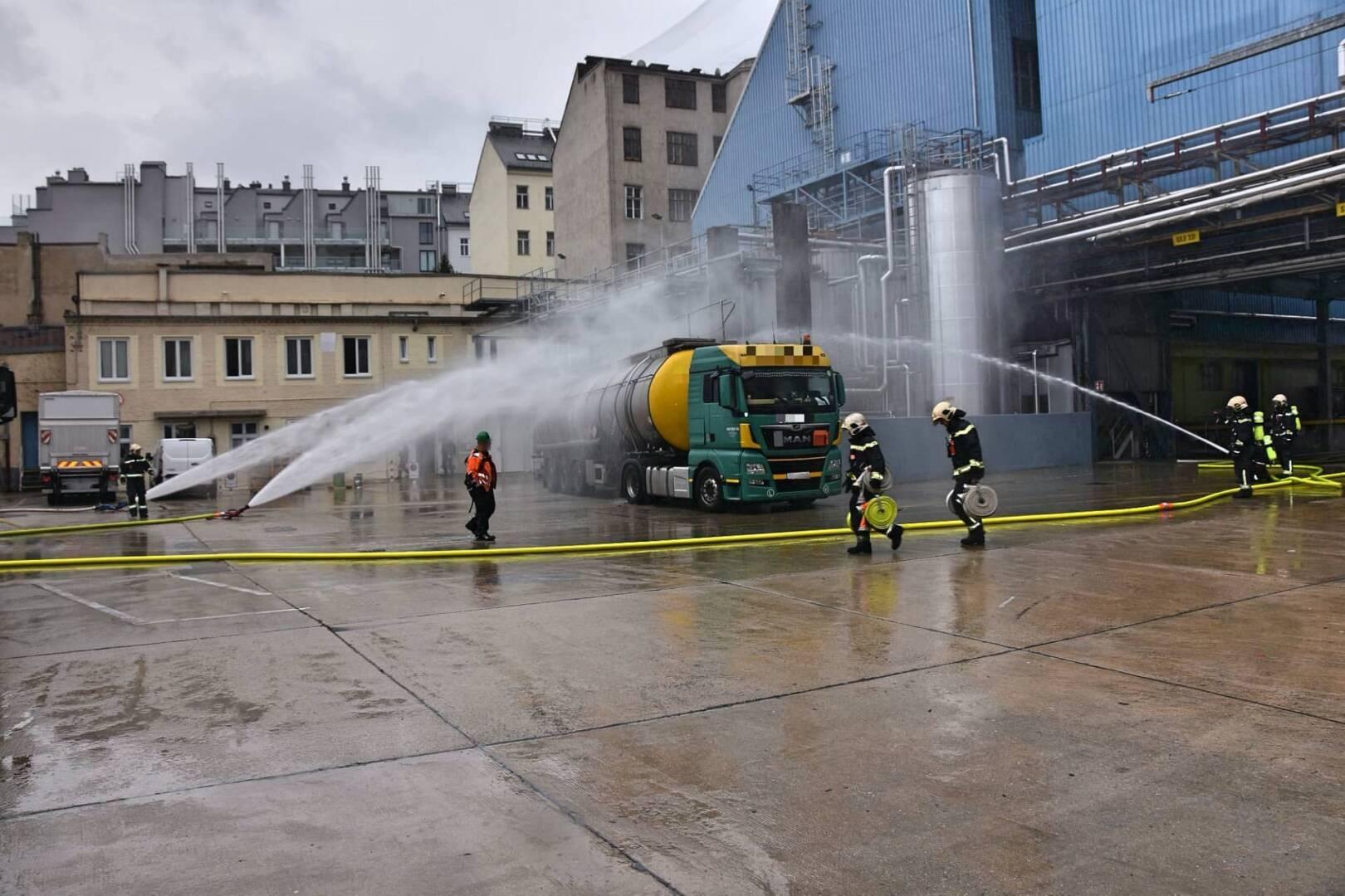 Inhalt eines Tankwagenauflegers erhitzt
