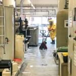 Chemische Reaktion in einem Gewerbebetrieb