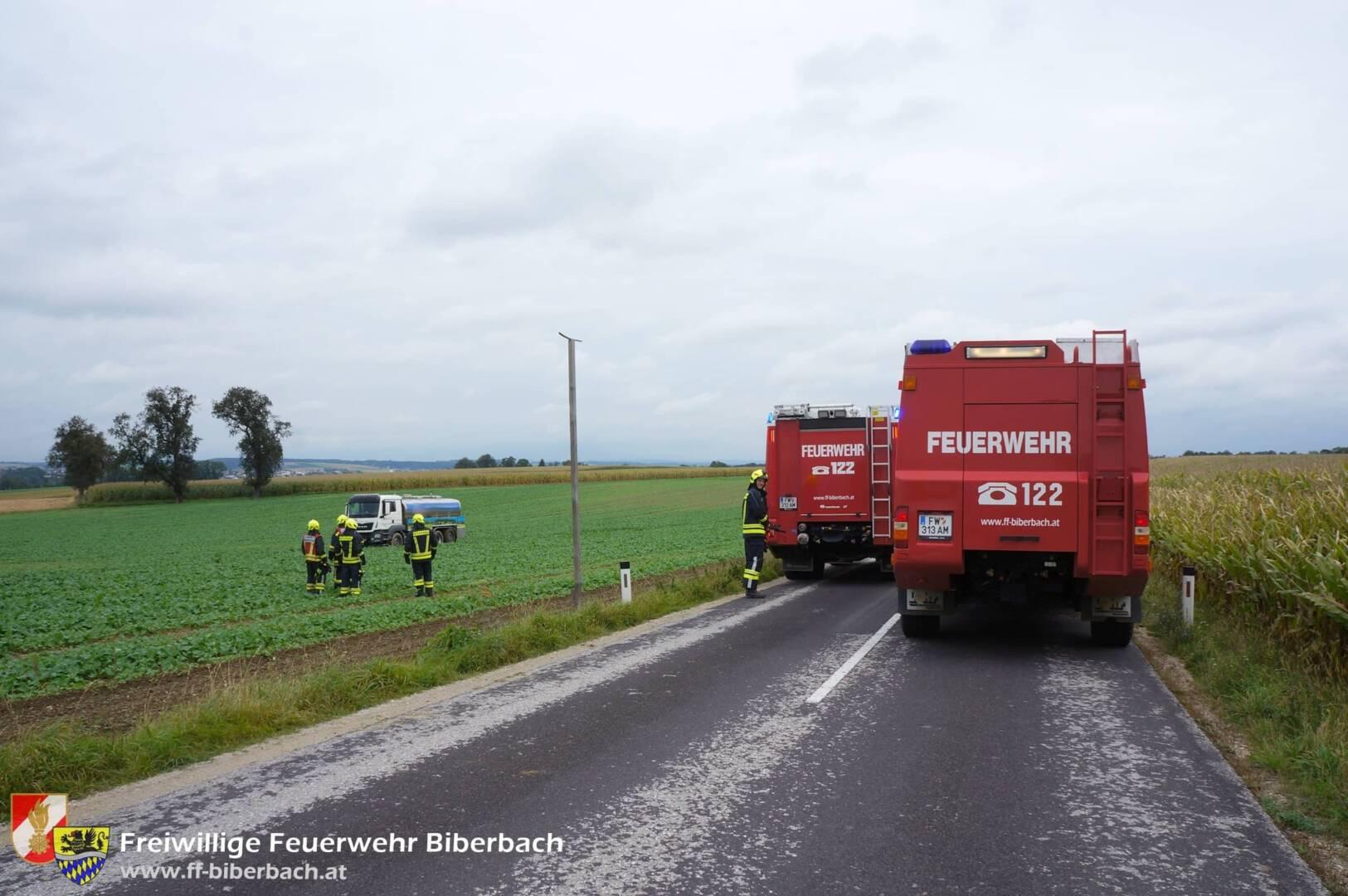 Milchsammelwagen aus Feld geborgen