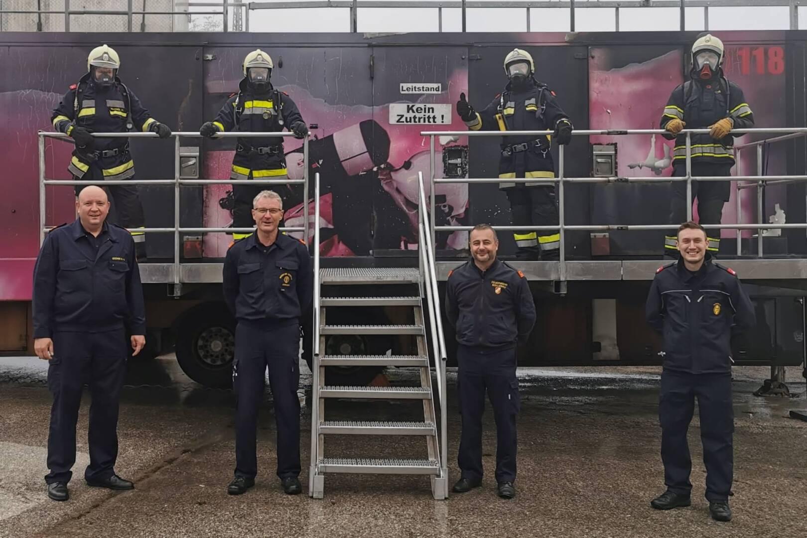 Heißausbildung Stufe 4 der Feuerwehr in Sollenau