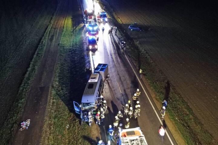 BFK Waidhofen/Thaya: Schwerer Verkehrsunfall auf der B2 1