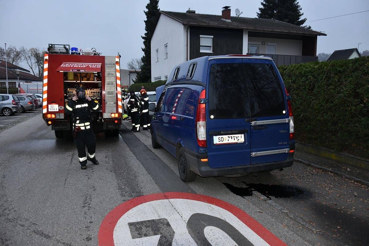 Lieferwagenbrand bei Volksschule