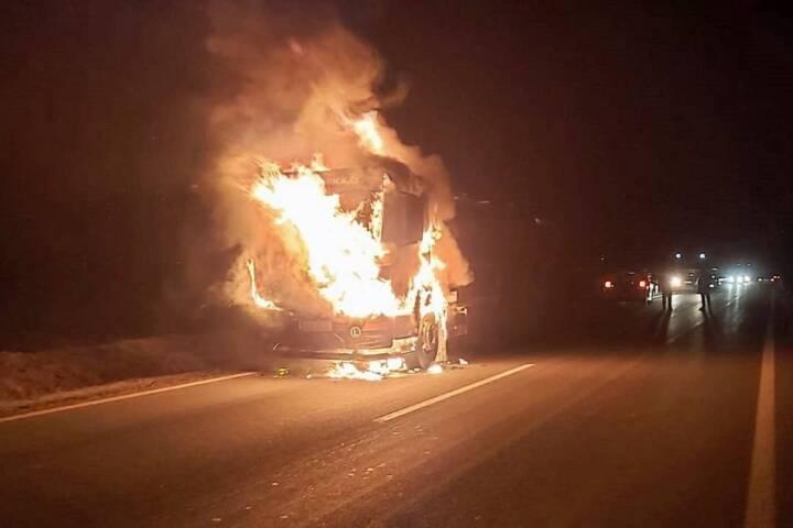 Milchtransporter geriet auf der B5 in Brand