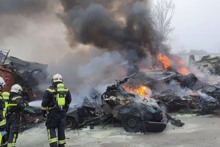 Brand auf einem Schrottplatz in Wien - Floridsdorf
