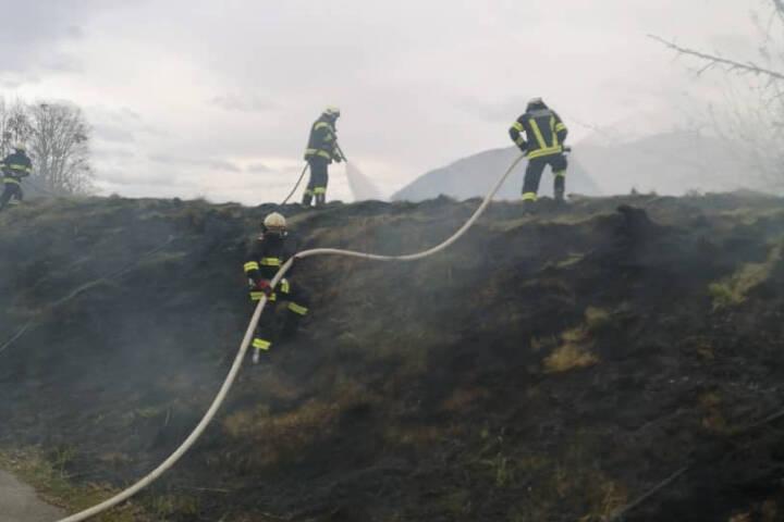 Flurbrand neben Seniorenheim rasch gelöscht