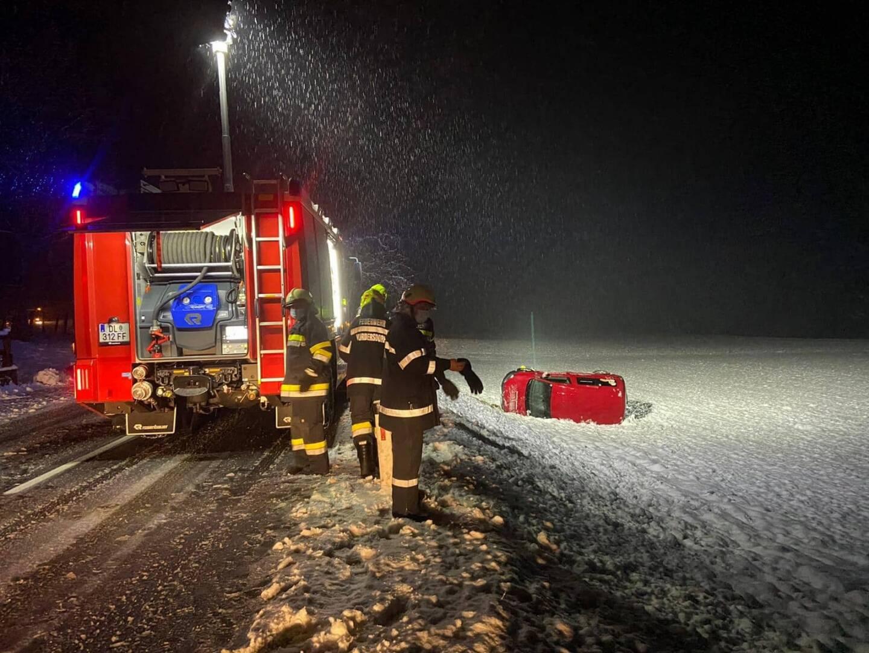 Schneefall fordert Feuerwehren