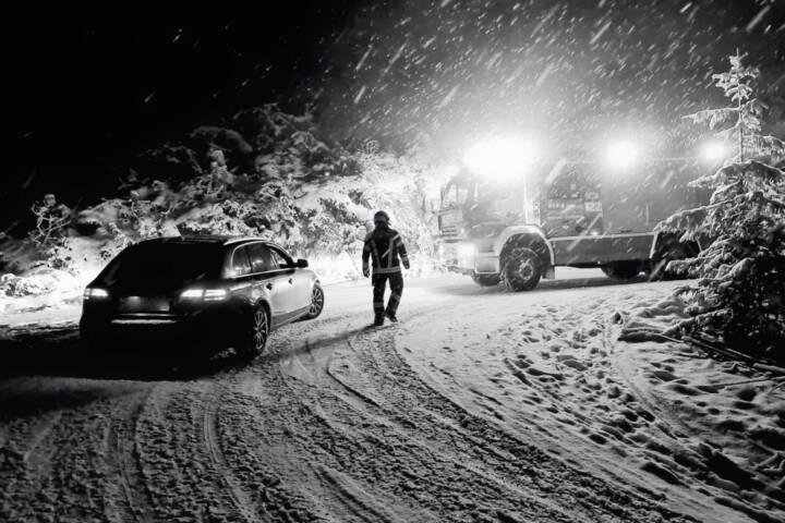 Erneute winterliche Fahrzeugbergung
