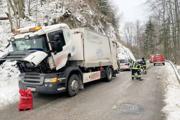Dieselleitung von Müllwagen gebrochen