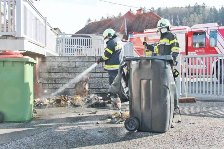 Müllcontainerbrand im Ortsgebiet