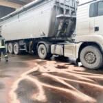 Binden von Hydrauliköl im Industriegebiet