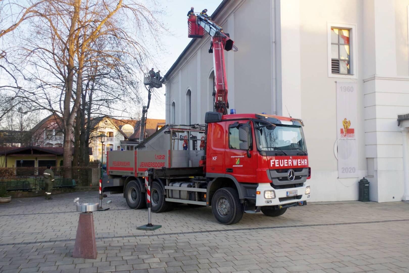 Stadtpfarrkirche Jennersdorf hat wieder funktionstüchtige Dachrinnen