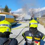 Fahrzeugvollbrand neben Bundesstraße B113