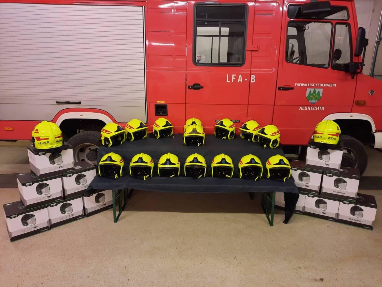 Neue Helme für die Feuerwehr