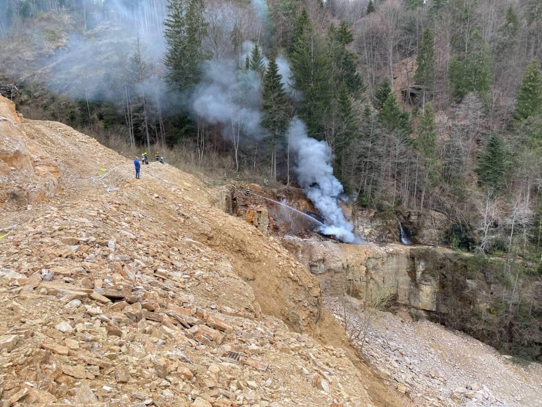 40 to Kettenbagger in Brand geraten