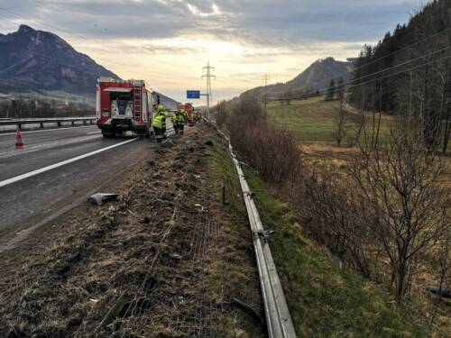 Schwerer Lkw-Unfall auf der A9 kurz vor der Abfahrt Mautern