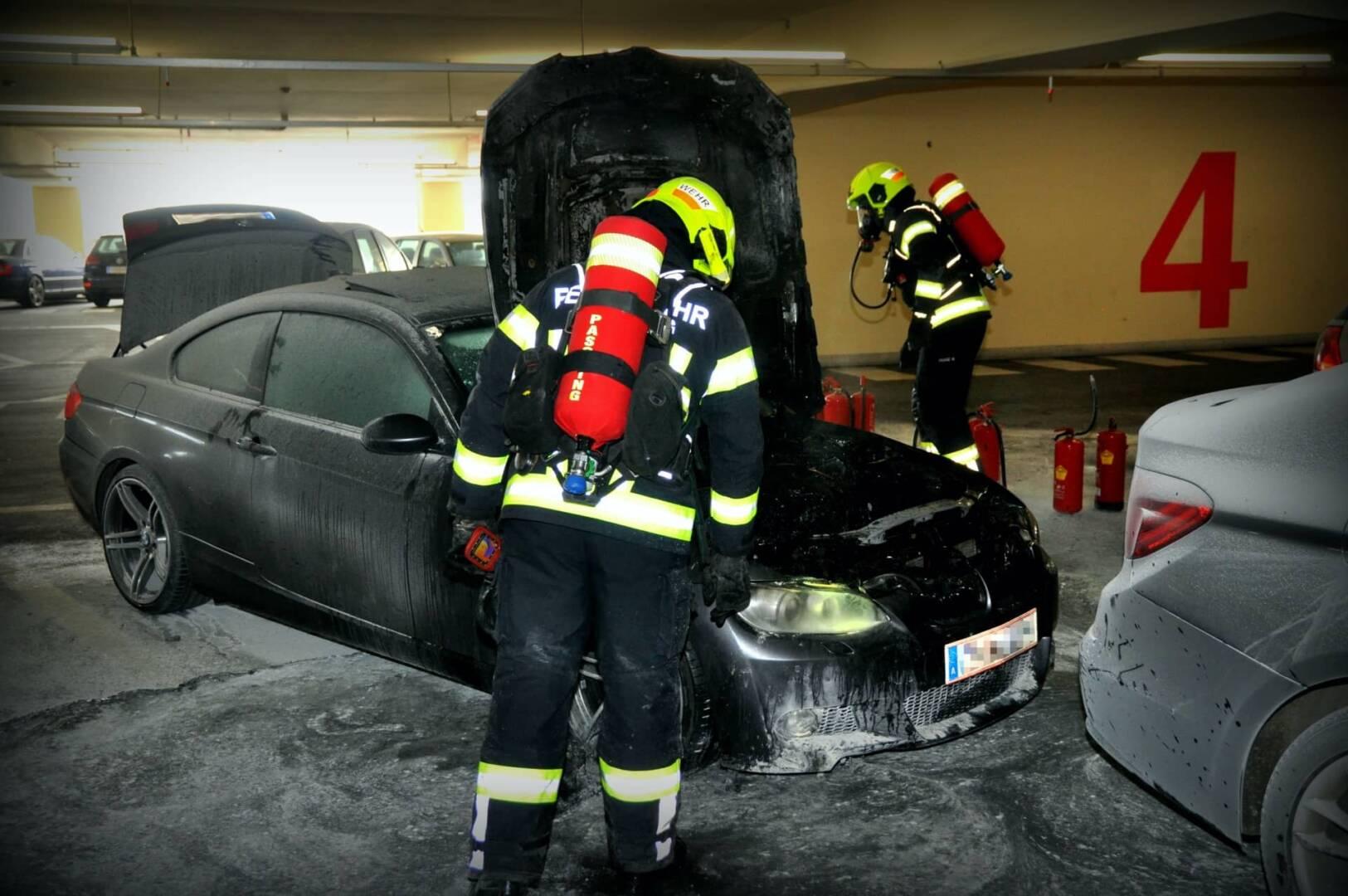 PKW-Brand im 4. OG eines Parkhauses