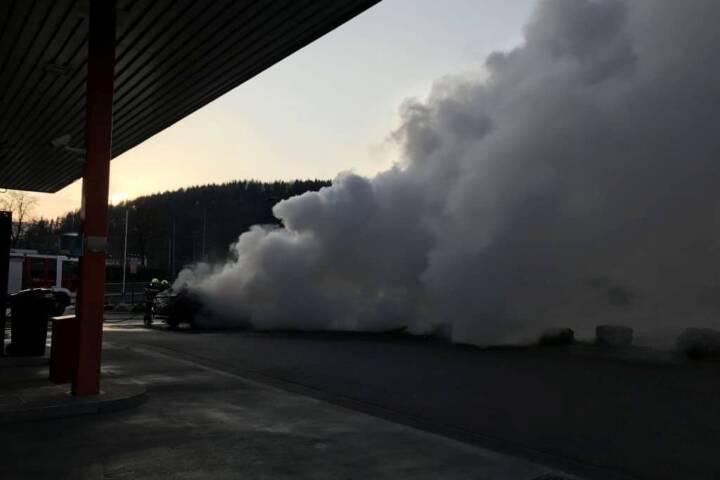 Fahrzeugbrand im EKZ Tivoli