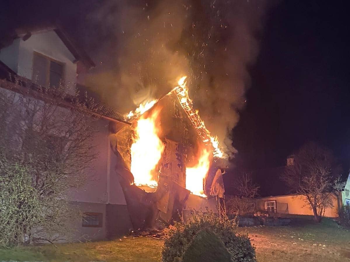 Nächtlicher Wohnungsbrand fordert eine Verletzte