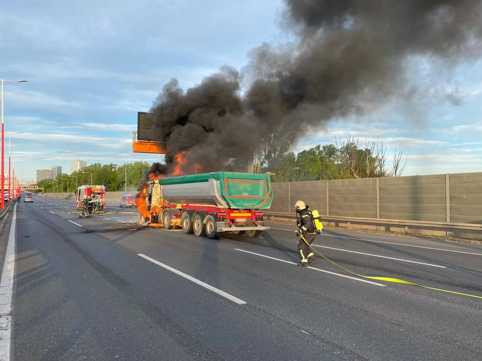 LKW-Brand auf der A23 Südosttangente