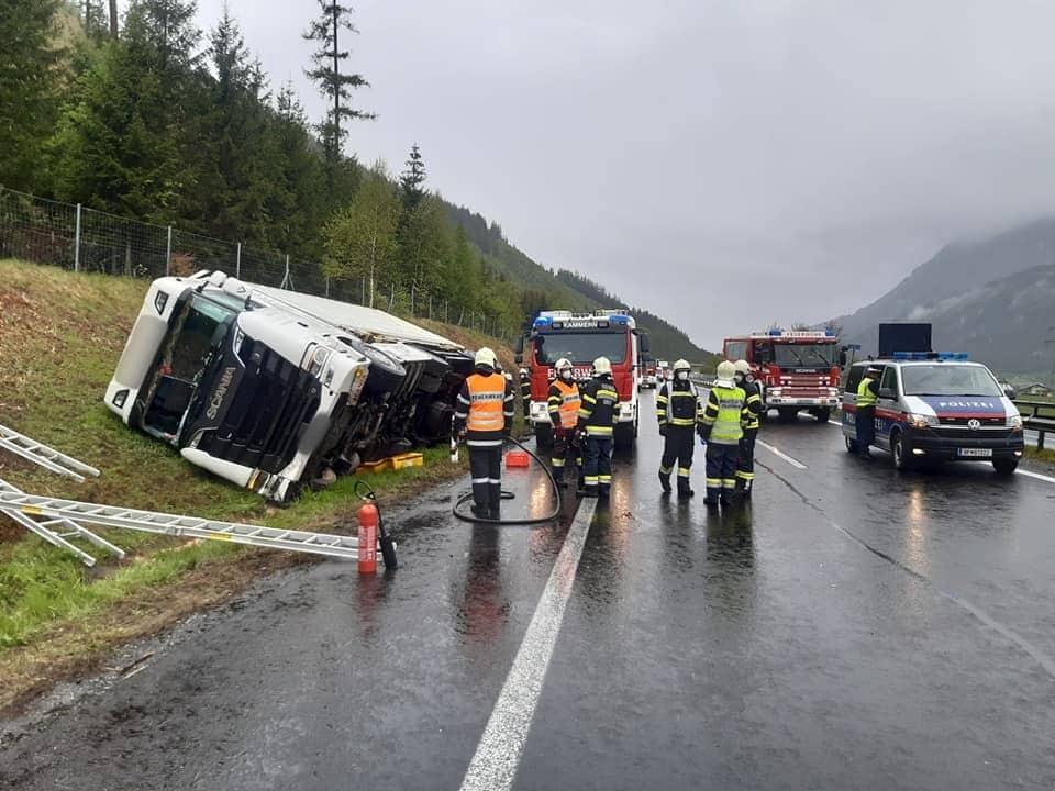 Schwerer Lkw-Unfall zwischen Traboch und Kammern