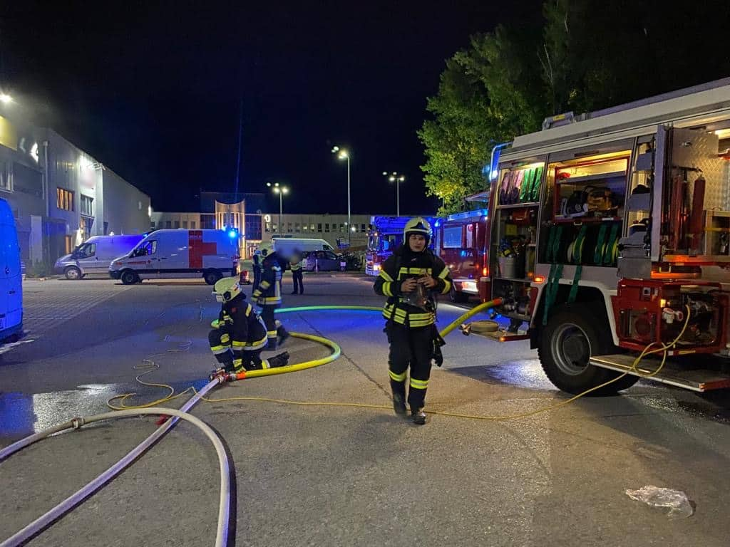 Müllbehälterbrand in Gewerbebetrieb