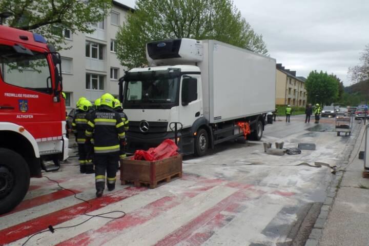 LKW verliert hunderte Liter Treibstoff