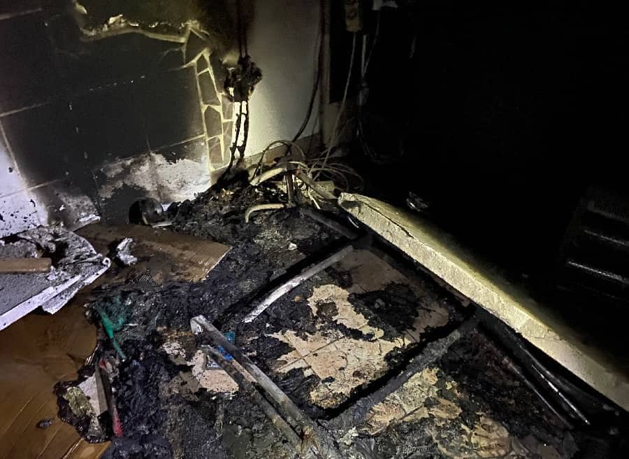 Zimmerbrand in Mehrparteienhaus