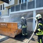 Brand eines Baumüllcontainer