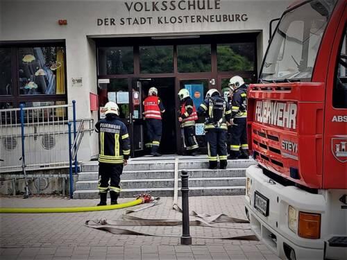FF Klosterneuburg: Branddienstübung in Anton Brucknerschule