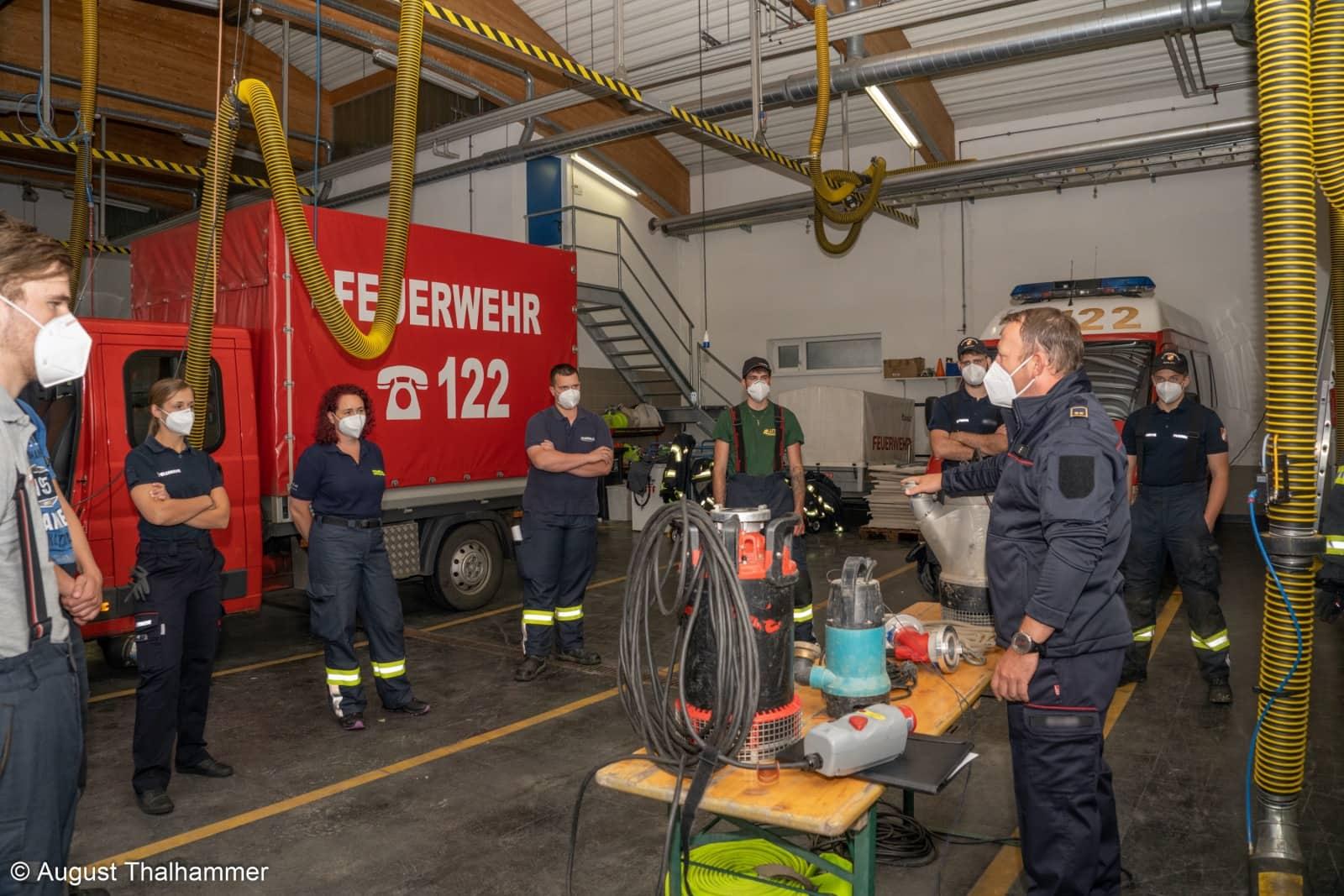 32 Feuerwehr Maschinisten ausgebildet