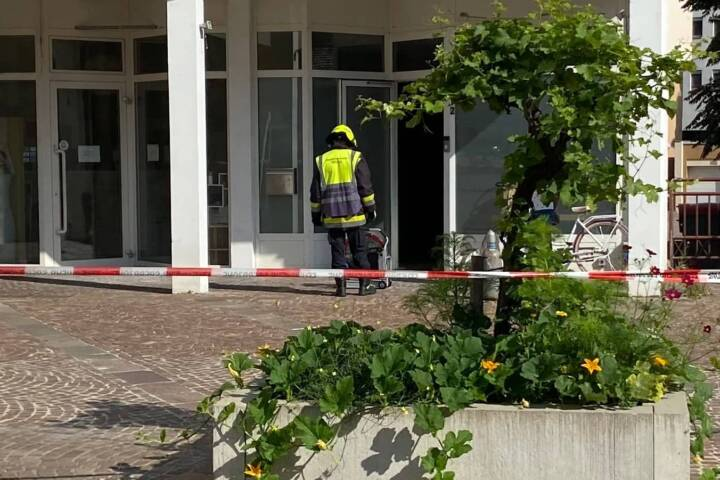 CO2 Austritt aus Flasche im Gebäude